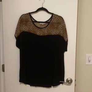 Tops - Black with leopard print shoulders top size 3X